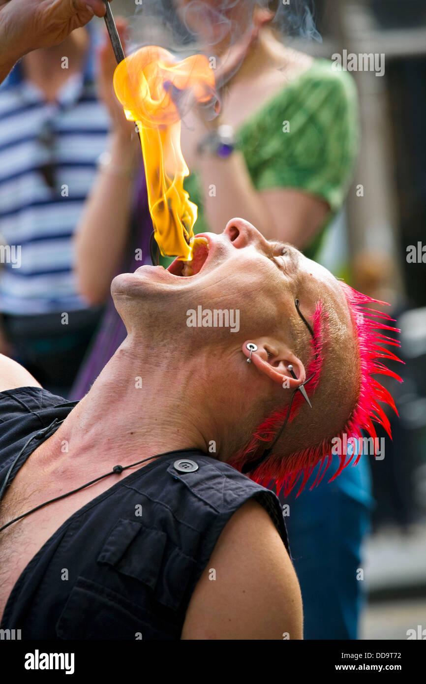 The Mighty Gareth Street entertainer at Fringe Festival Edinburgh Scotland Stock Photo