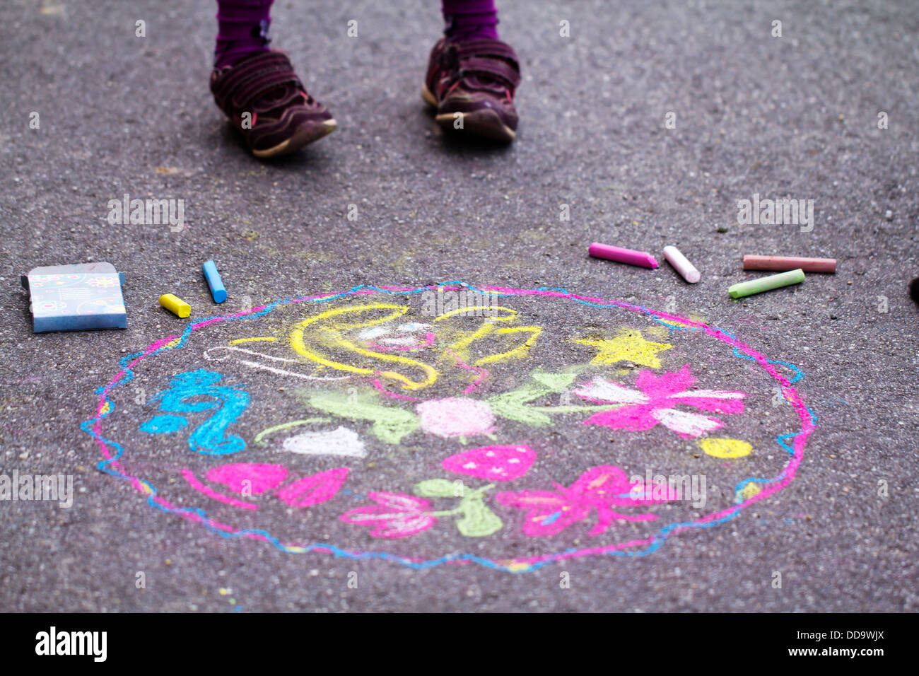 Germany, Girl drawing on street - Stock Image