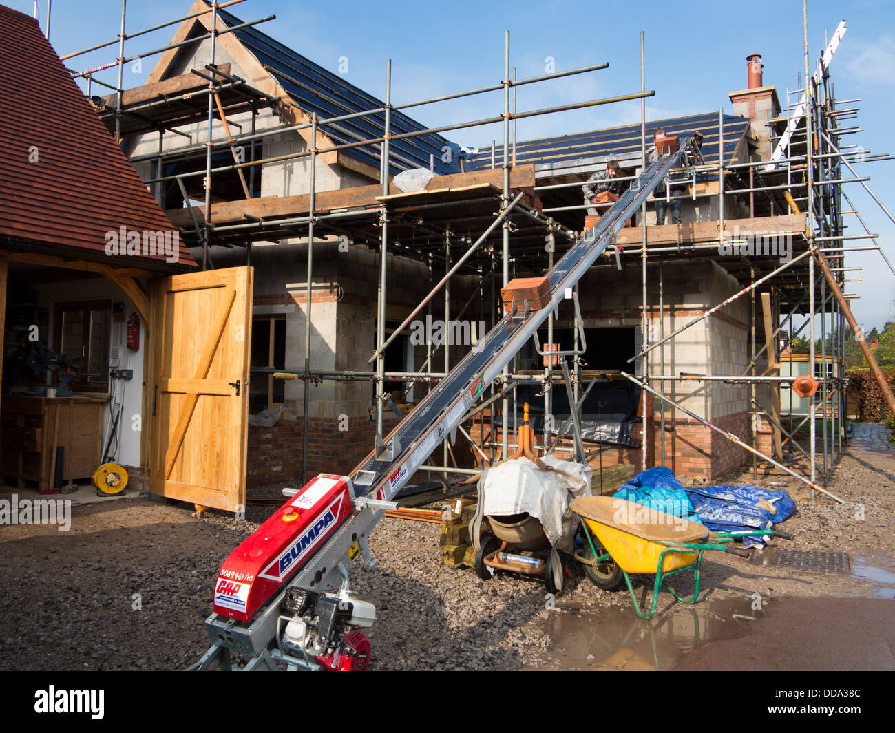 self building house, constructing roof, using bumpa lift to raise