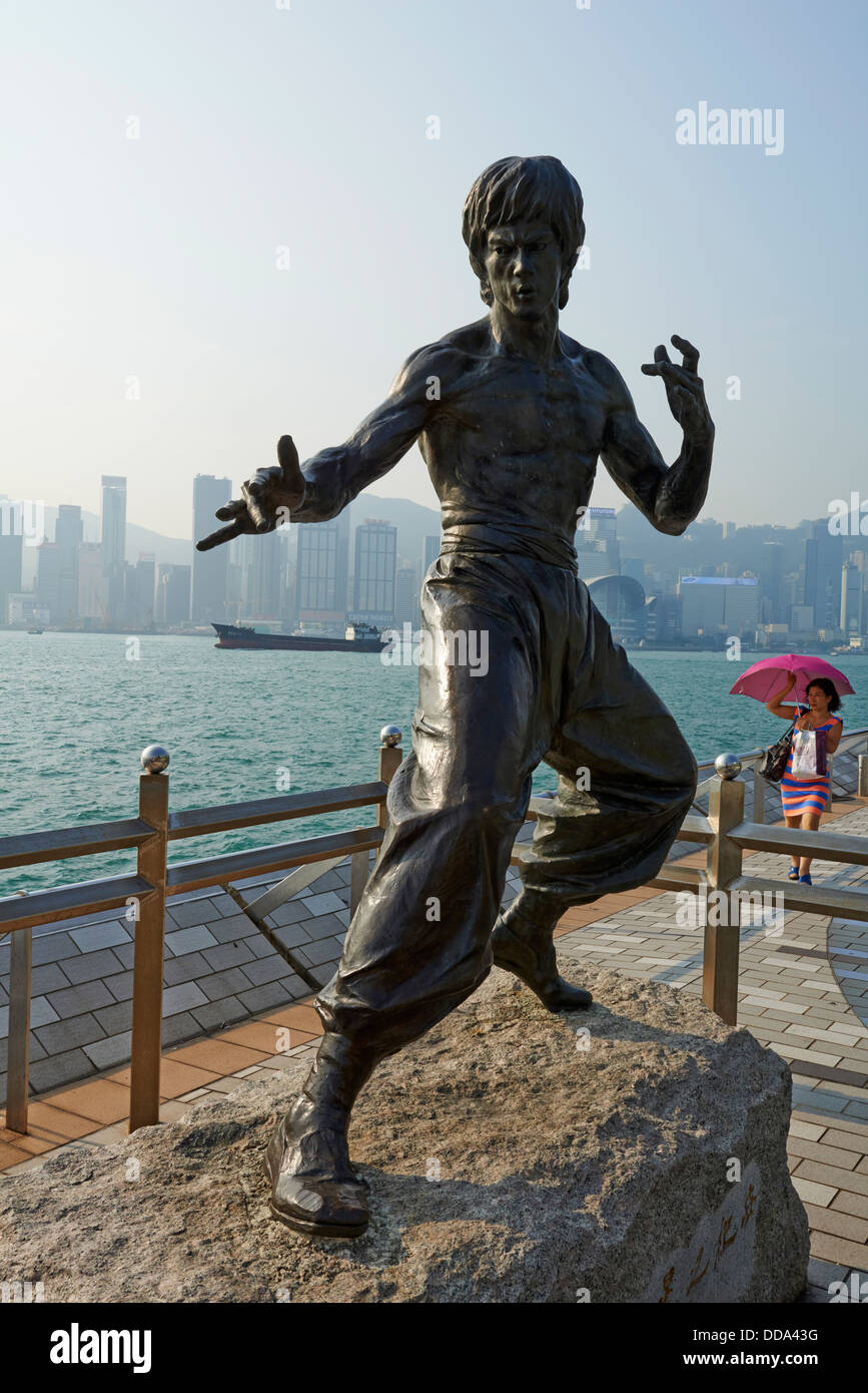 China, Hong Kong, Kowloon, Avenue of Stars, Bruce Lee statue - Stock Image
