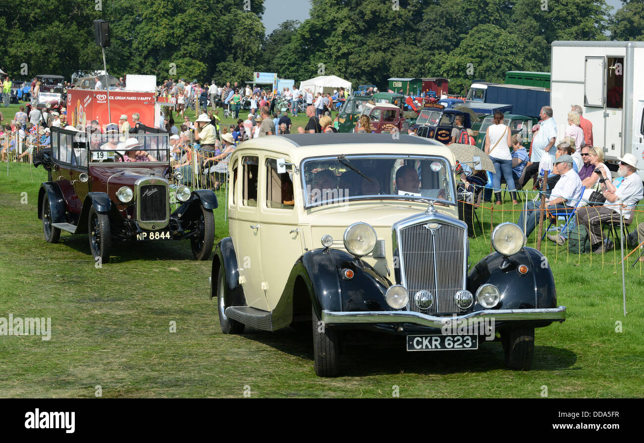 Wolseley 25 limousine saloon vintage car leading parade at ...