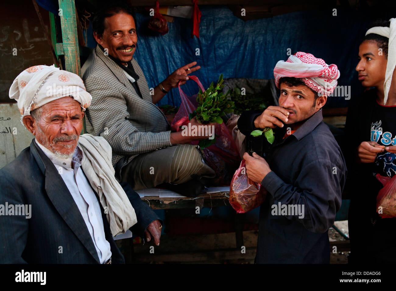 Kaht vendor in Sana'a, Yemen. - Stock Image