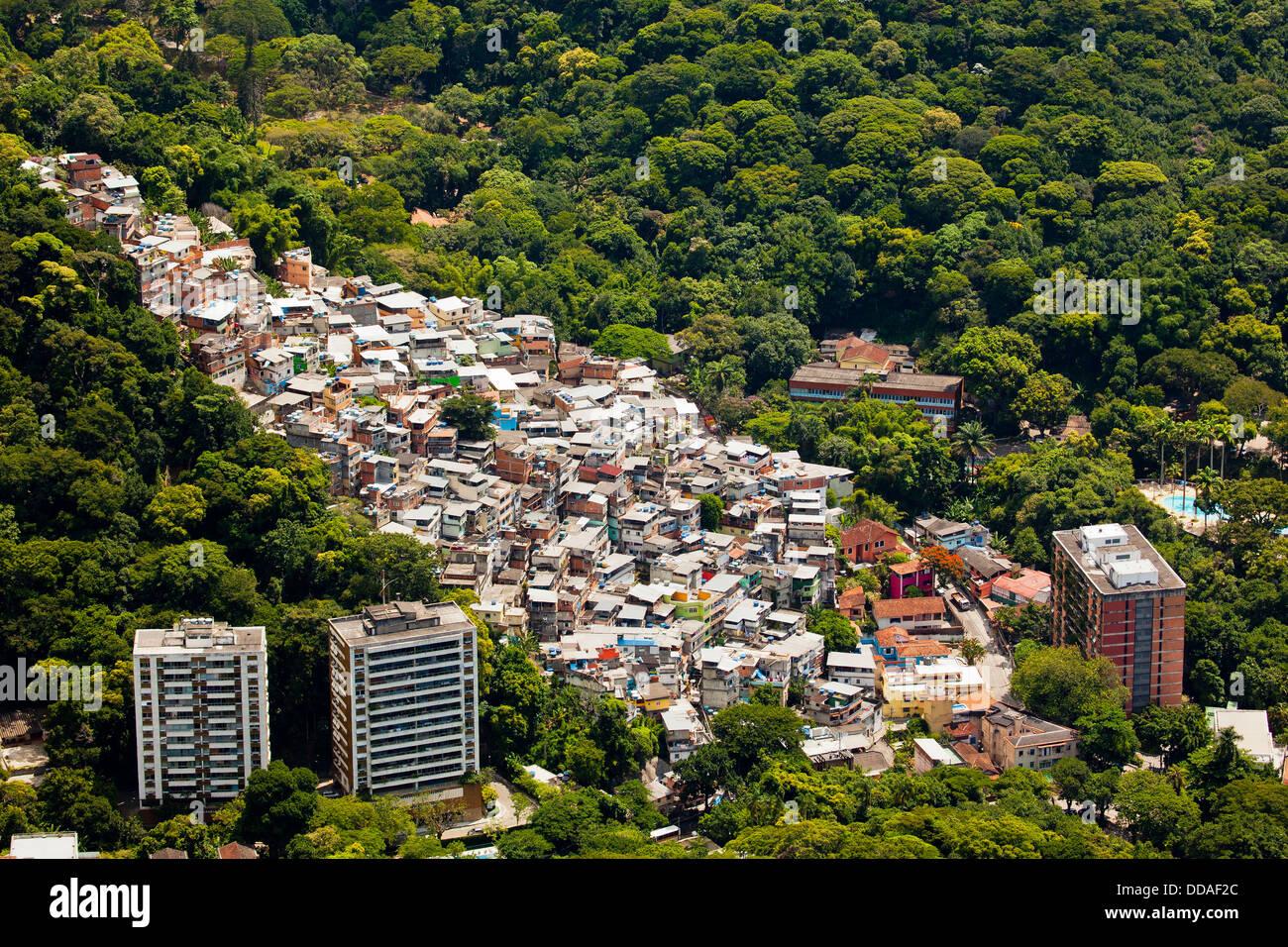 Favela Vila Parque da Cidade in the upper class neighborhood of Gávea, Rio de Janeiro south zone, Brazil. - Stock Image