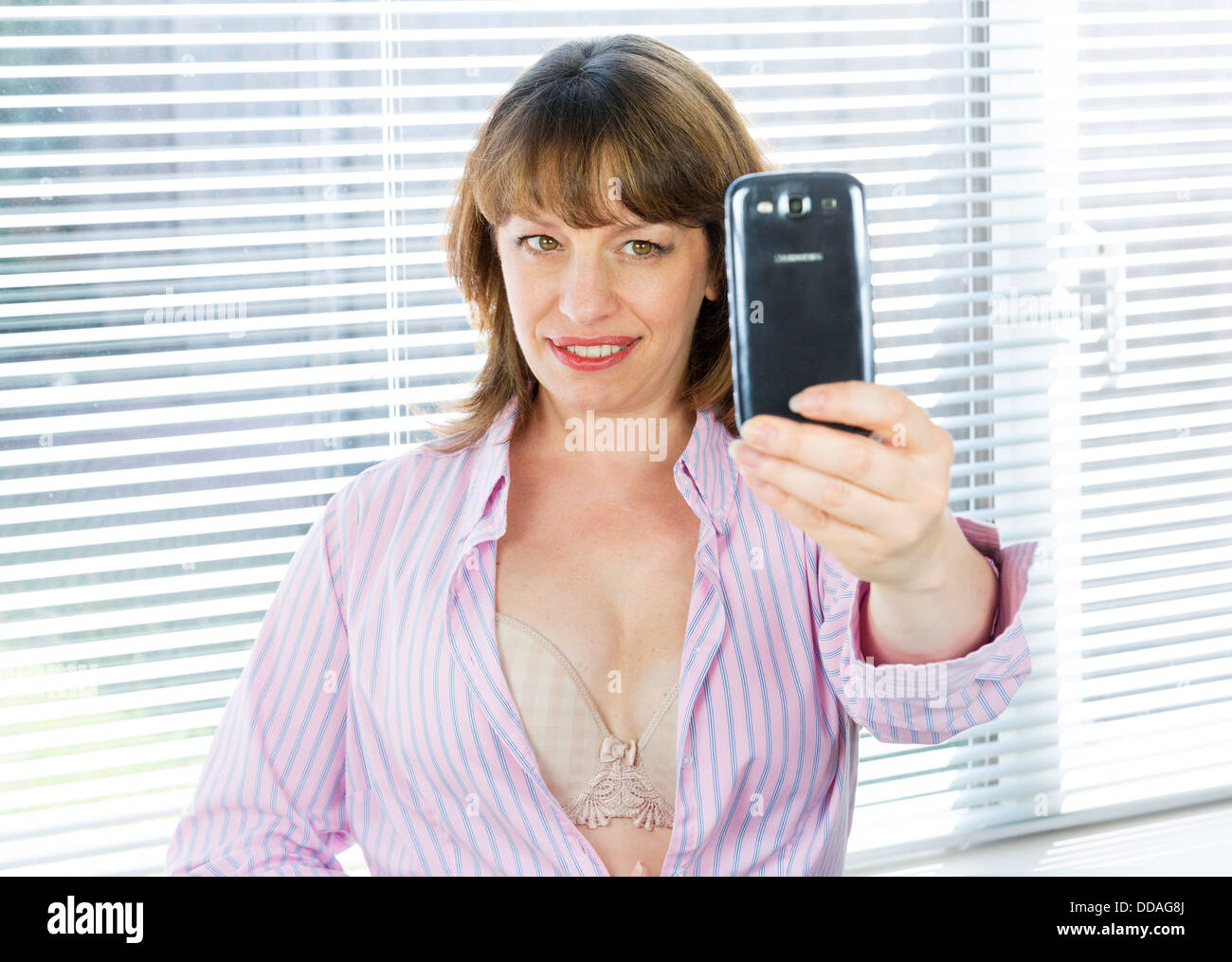 How to take sexting selfies