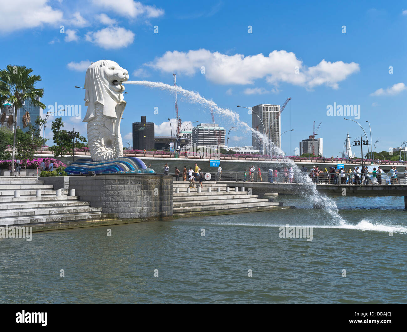 dh Marine Bay DOWNTOWN CORE SINGAPORE Merlion statue fountain Merlion Park waterfront Stock Photo