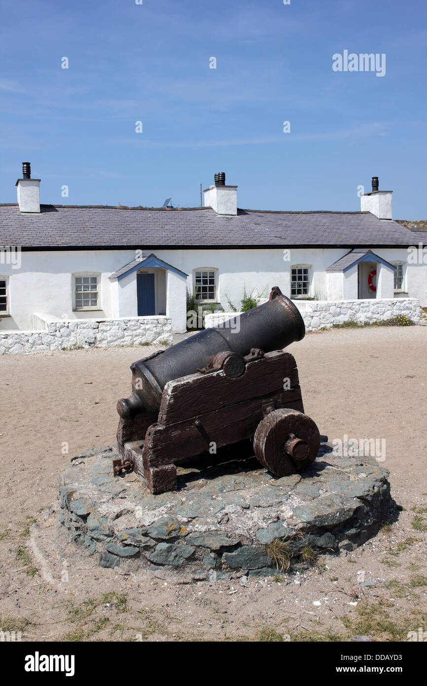 Cannon located outside the Pilots' cottages on Llanddwyn Island, Anglesey - Stock Image