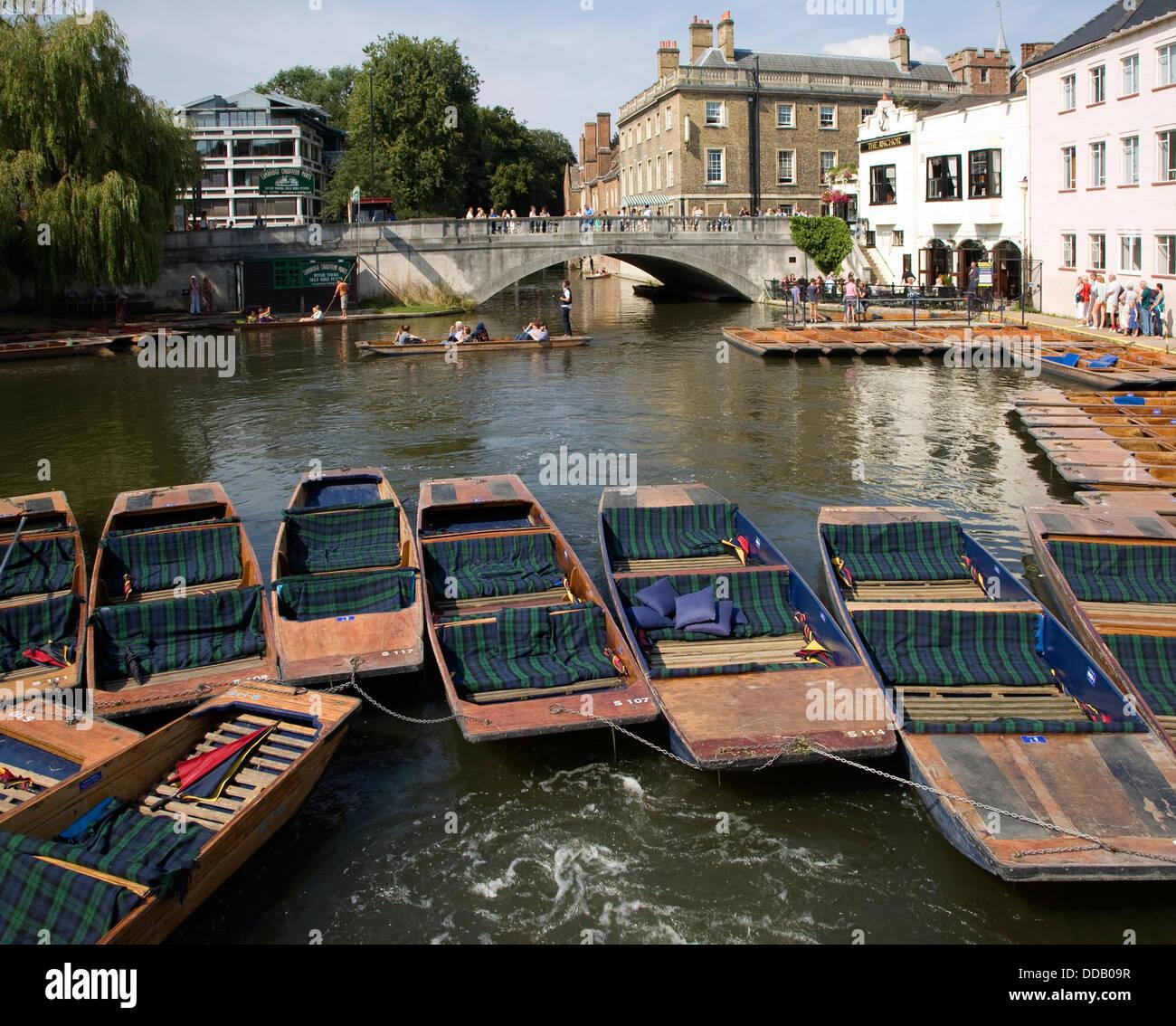 Punts on River Cam by Silver Street Bridge, Cambridge, England, UK - Stock Image