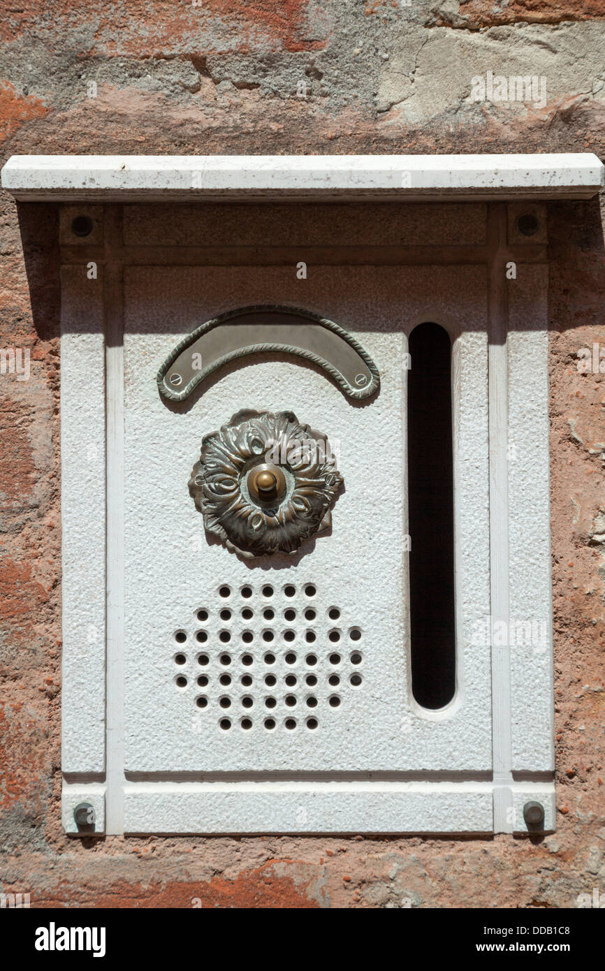 At Venice, an ornate entry bell combined with a letter box (Italy). A Venise, sonnette d'entrée et boite - Stock Image