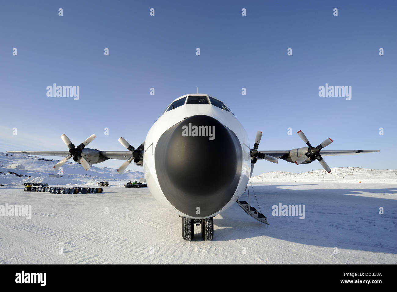 Hercules cargo aircraft transporting mining equipment, Yellowknife, Northwest Territories, Canada - Stock Image