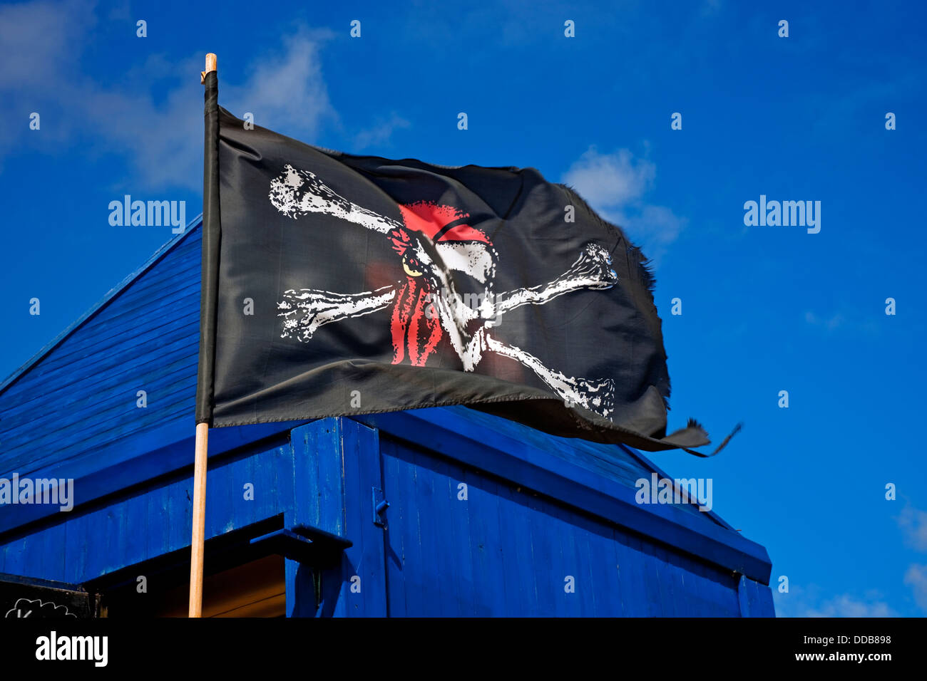 Skull and crossbones pirate flag - Stock Image