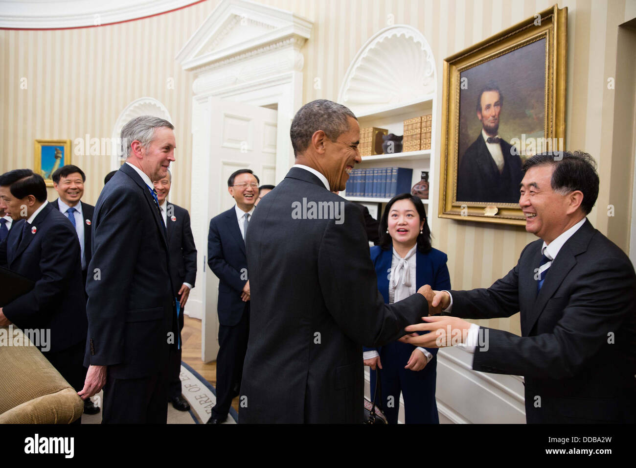 US President Barack Obama talks with with Chinese Vice Premier Wang Yang and the Chinese delegation following a - Stock Image