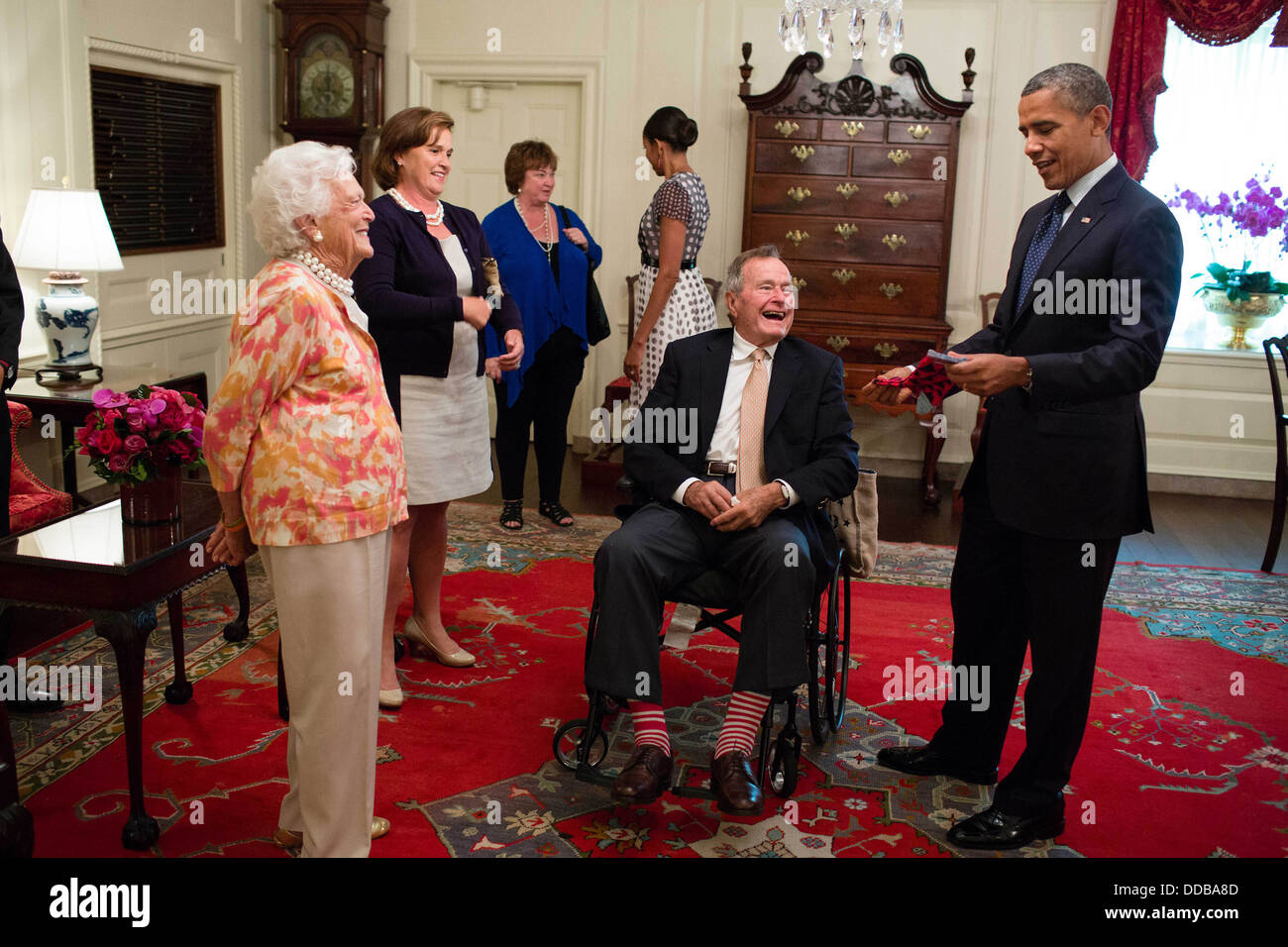 Former US President George H. W. Bush and former First Lady Barbara Bush present President Barack Obama with a pair - Stock Image