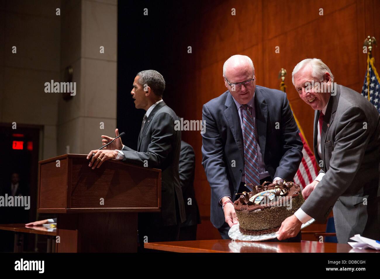 Phenomenal House Democratic Leaders Joe Crowley And Steny Hoyer Present A Funny Birthday Cards Online Inifodamsfinfo
