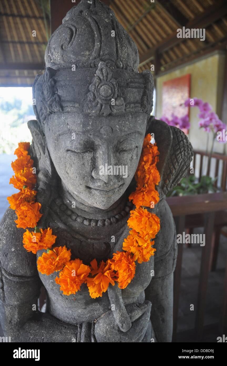 near Ubud (Bali, Indonesia): decorative statue at the Ubud Hanging Gardens Hotel´s reception - Stock Image