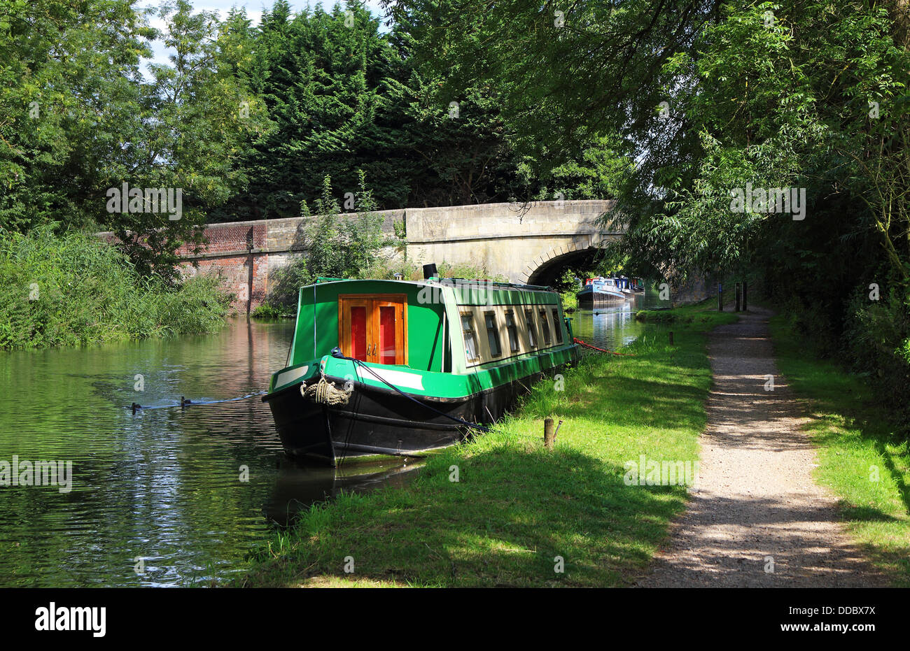 Narrowboats moored on the Kennet and Avon Canal in West Berkshire - Stock Image