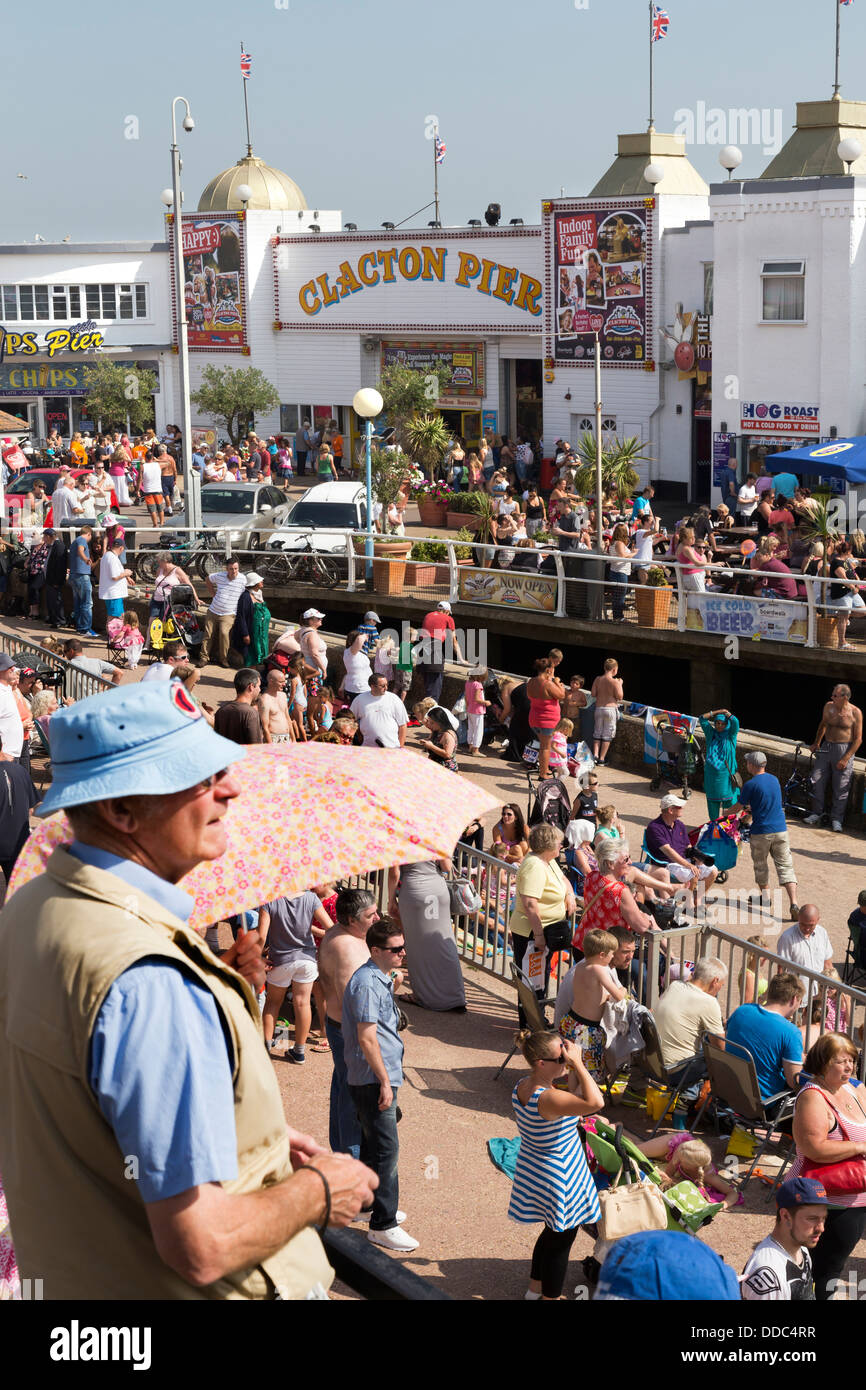 CLACTON ON SEA SEAFRONT WITH CROWDS - Stock Image