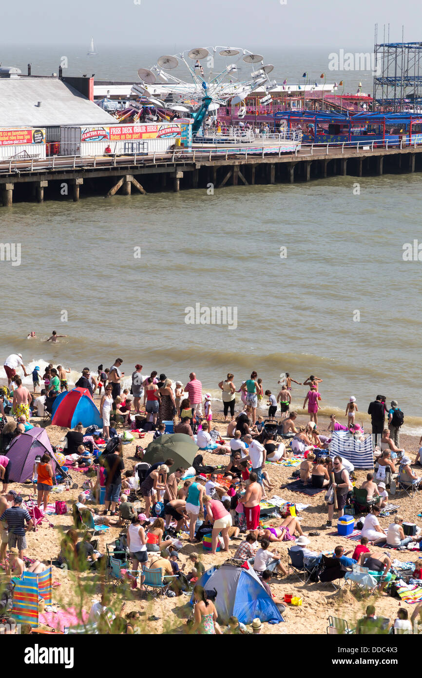 CLACTON ON SEA SEAFRONT AND THE PIER WITH CROWDS - Stock Image