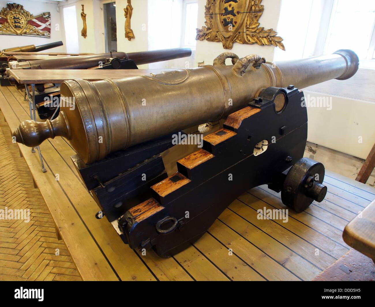 1768 12 pounder metal muzzle-loading gun, pic2 - Stock Image