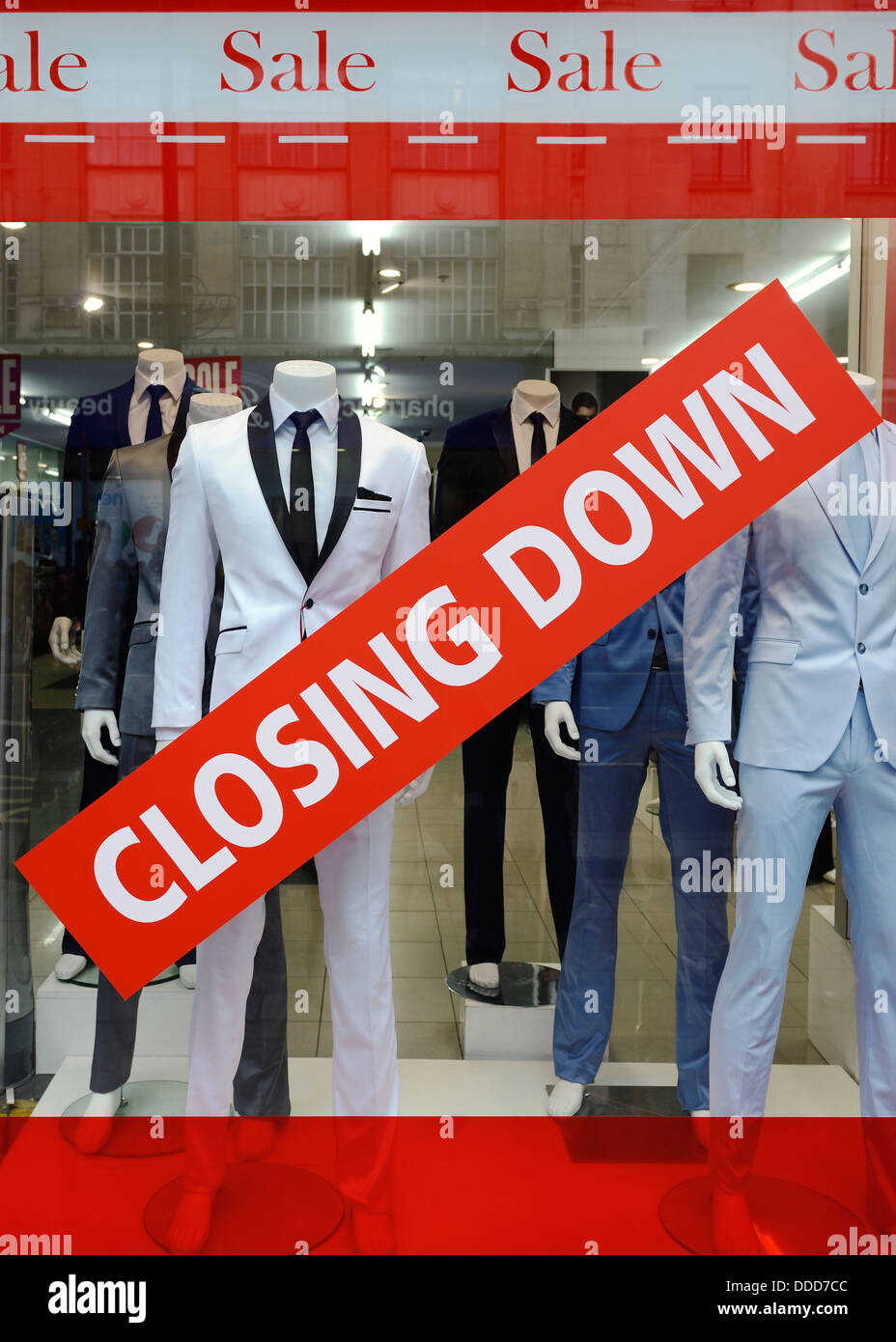 Closing Down Sign in a Shop Window, Oxford Street, London, UK. - Stock Image