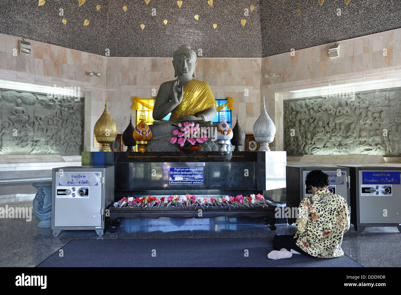 Woman paying homage to Lord Buddha  in the Twin Royal Stupa at Doi Inthanon National Park, Chiang Mai in Northern - Stock Image