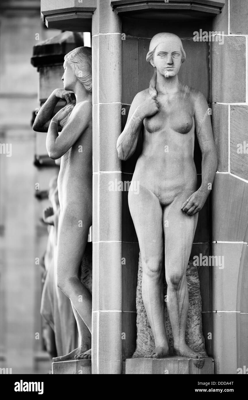 Decorative Statues in Zurich city center building. Switzerland. - Stock Image