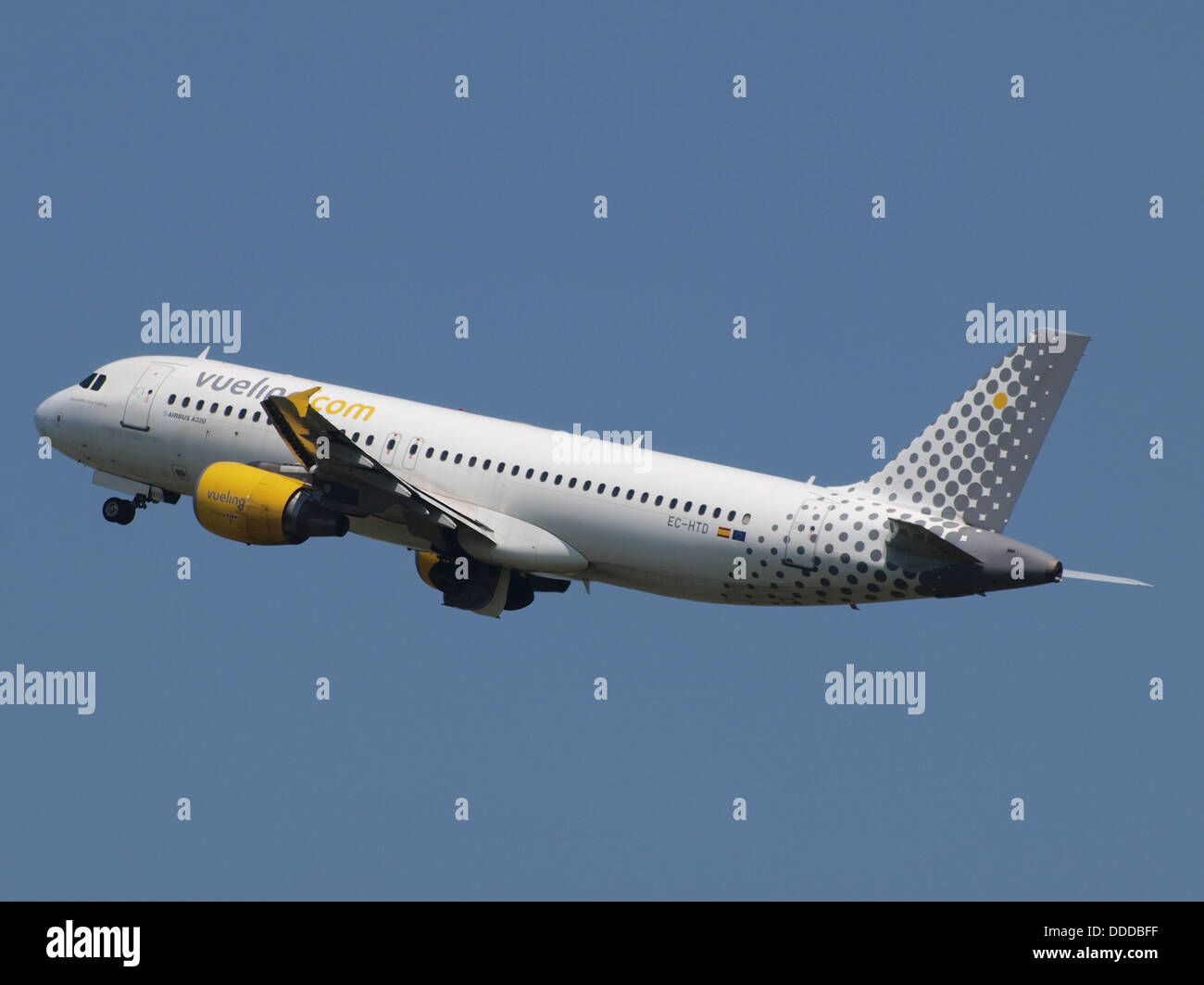 EC-HTD Vueling Airbus A320-214 - cn 1550 take-off 21July2013 pic-005 - Stock Image