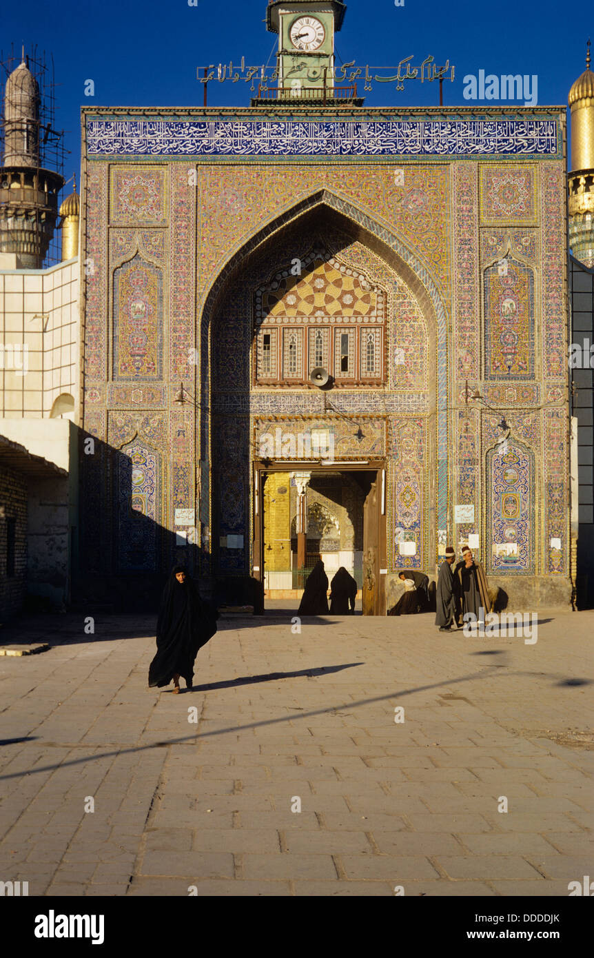 Entrance to the Al-Kadhimiya (Kadhimiye) Mosque a Shi'ite shrine, Baghdad, Iraq 690202_031 - Stock Image