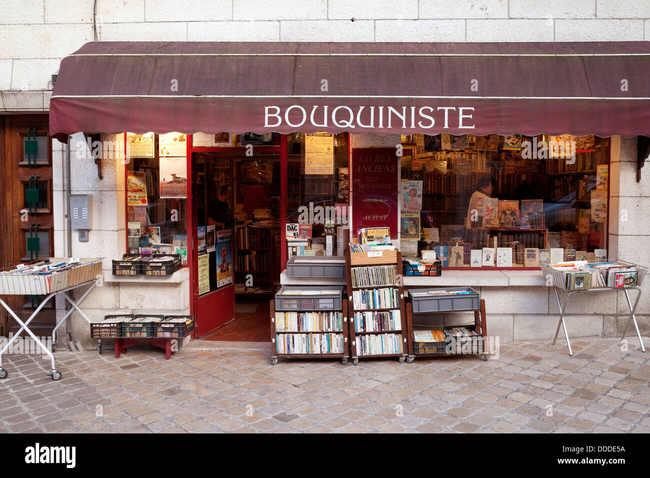 A second hand bookstore or Bouquiniste, Blois, Loire et Cher, France, Europe - Stock Image