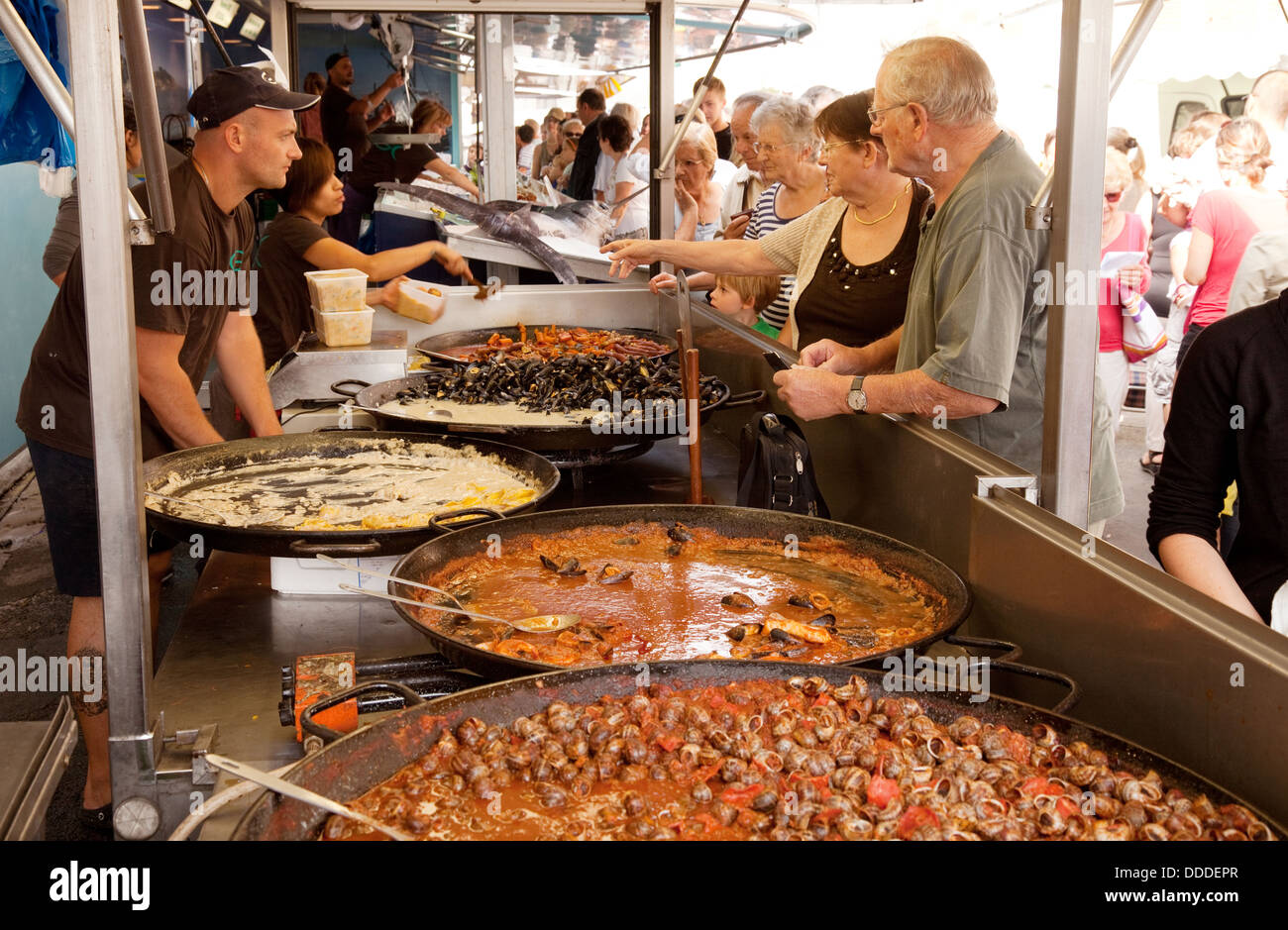 People buying seafood at a French outdoor market, Ste Liverade sur Lot, Lot et Garonne France Europe - Stock Image