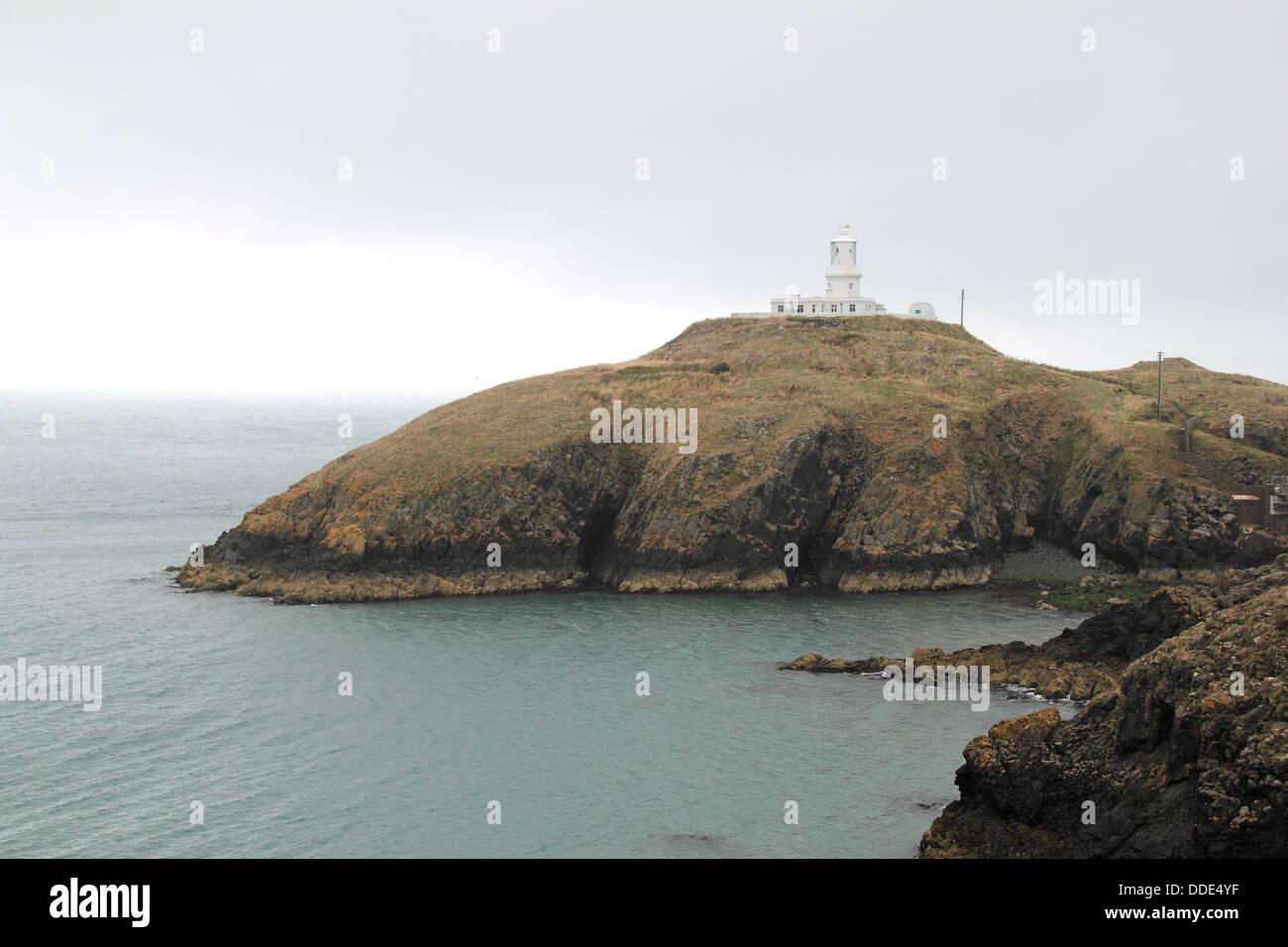 Strumble Head Lighthouse, Pen Caer, Pembrokeshire, Wales, Great Britain, United Kingdom, UK, Europe - Stock Image