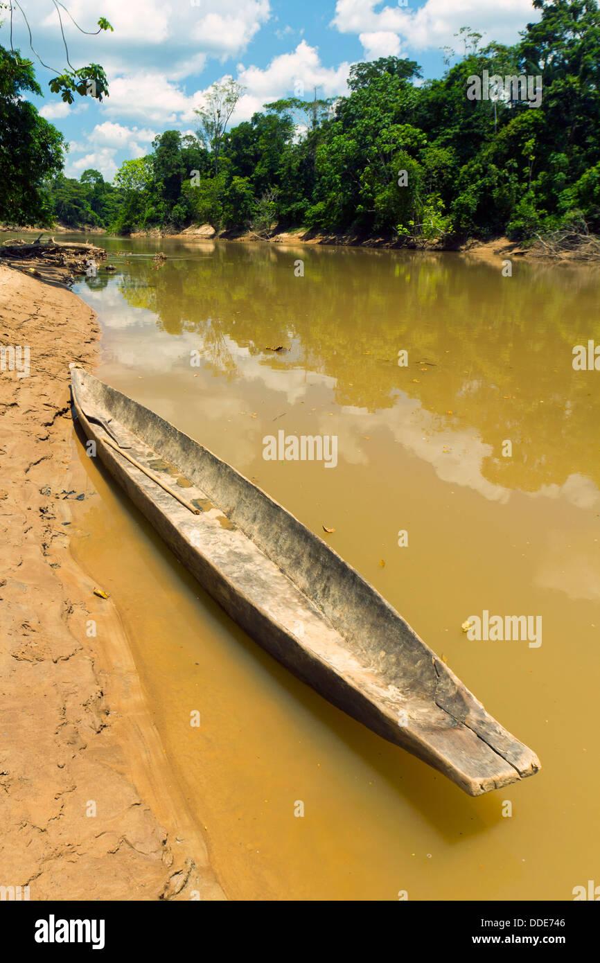 Dugout canoe beside the Rio Cononaco in the Ecuadorian Amazon - Stock Image