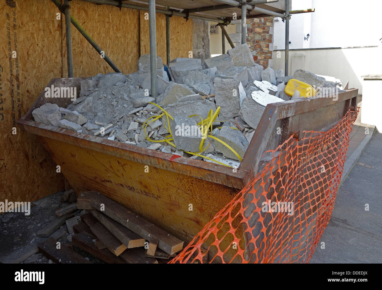A builders skip full of debris - Stock Image