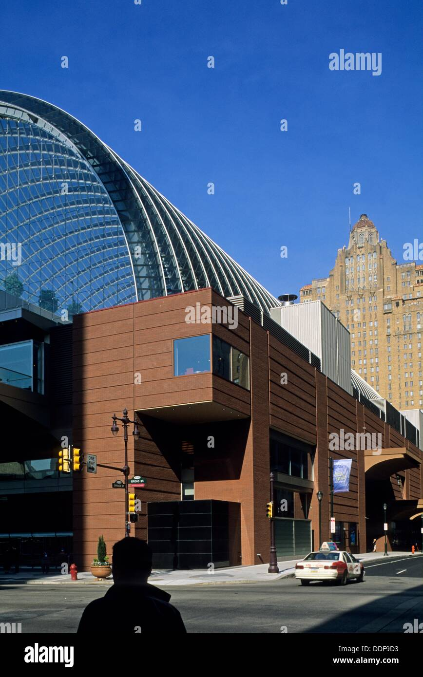 The Kimmel Center for the Performing Arts is a large performing arts venue located on Broad Street, architect:Rafael - Stock Image