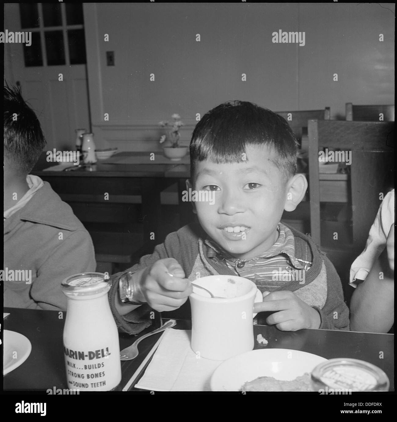 San Francisco, California. Many evacuated children attended the Raphael Weill Public School, Geary . . . 536052 - Stock Image