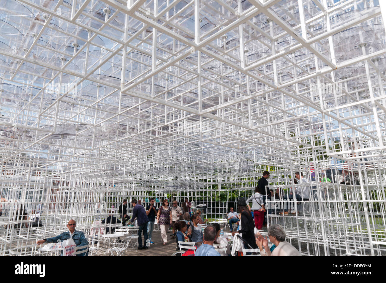 The metal lattice ceiling of the 2013 Serpentine Gallery Summer Pavilion designed by the Japanese architect Sou - Stock Image