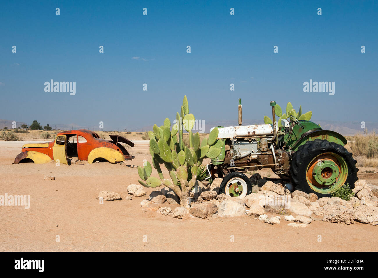 Car and tractor wreck at Solitaire, Khomas region, Namibia - Stock Image