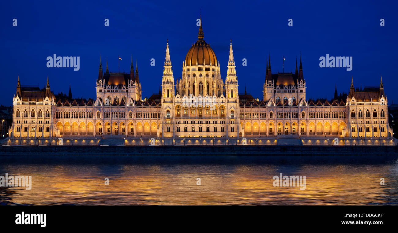 Budapest, Hungarian parliament building and Danube river at night, Budapest, Hungary. - Stock Image