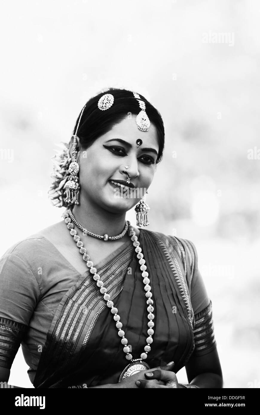 Bharatanatyam Dancer High Resolution Stock Photography And Images Alamy
