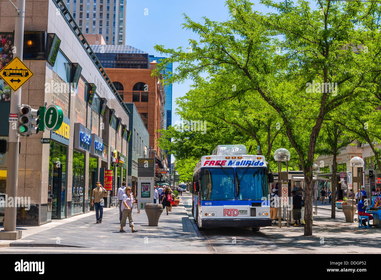 Free Mall Ride shuttle bus on the pedestrianised 16th Street Mall in downtown Denver, Colorado, USA - Stock Image