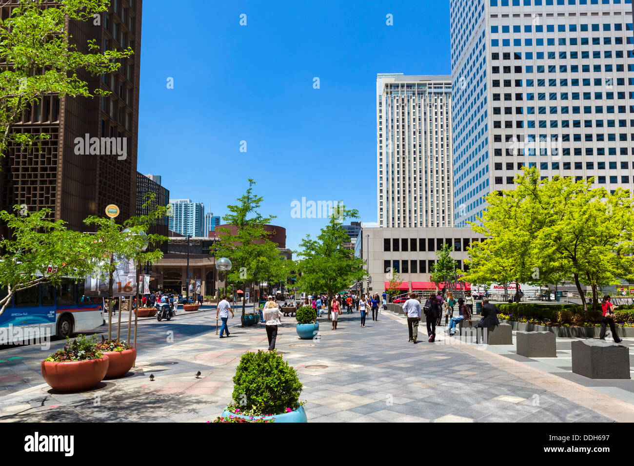 Hotels, shops and office buildings on the pedestrianized 16th Street Mall in downtown Denver, Colorado, USA - Stock Image