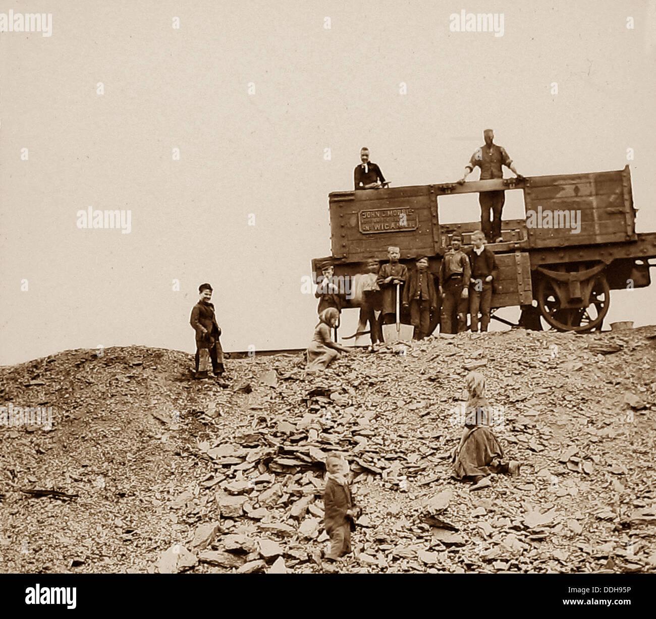 Coal Mining Wigan Coal pickers early 1900s - Stock Image