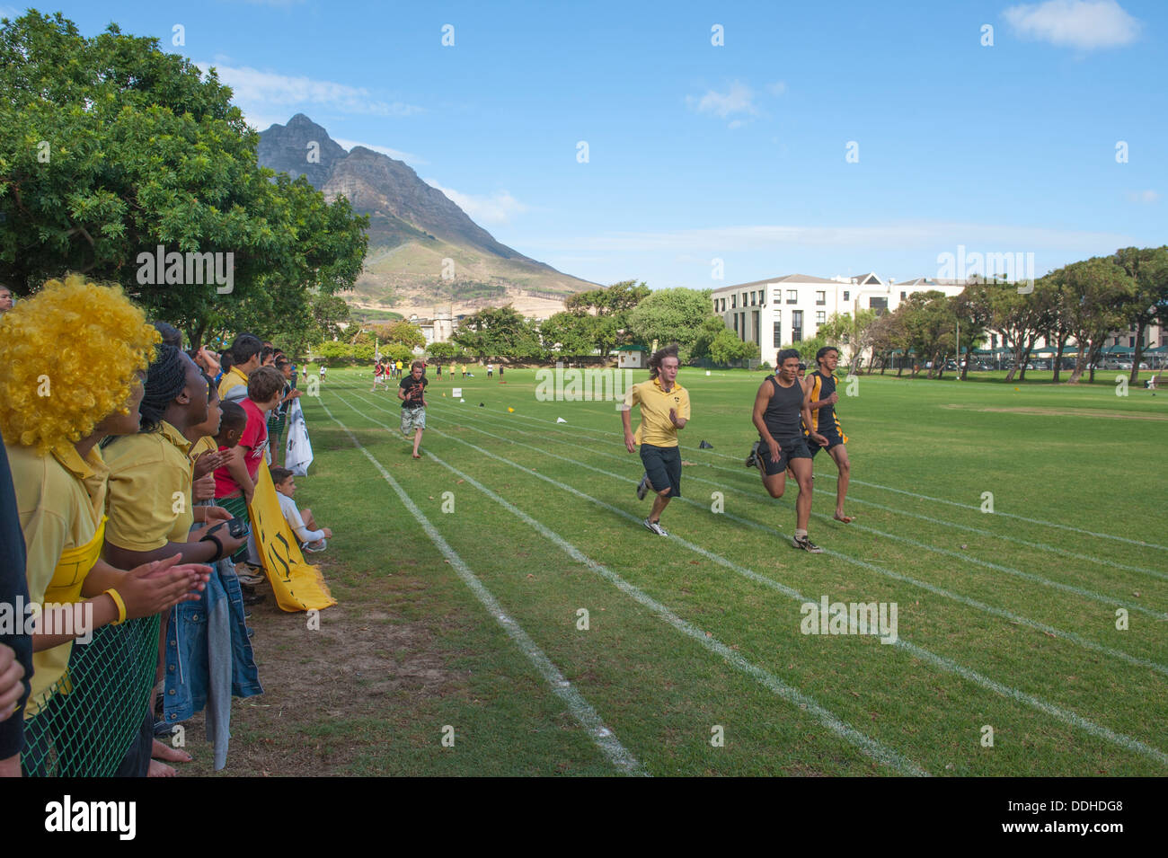 Athletic children taking part in a running competition at St. George's School, Cape Town, South Africa - Stock Image