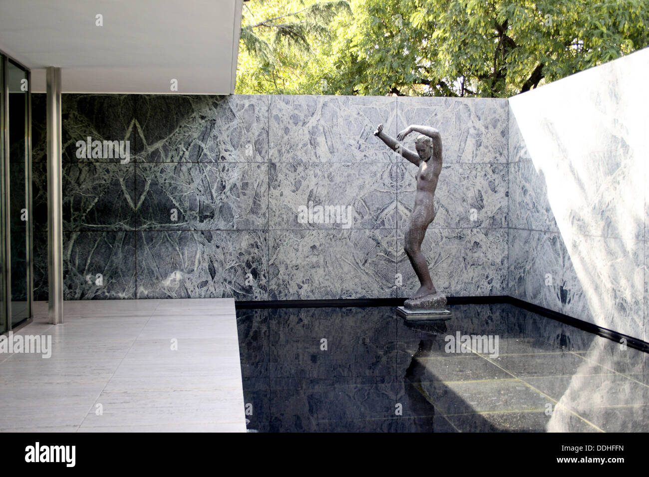 georg kolbe sculpture mies van der rohe pavilion barcelona spain stock photo 60007017 alamy. Black Bedroom Furniture Sets. Home Design Ideas