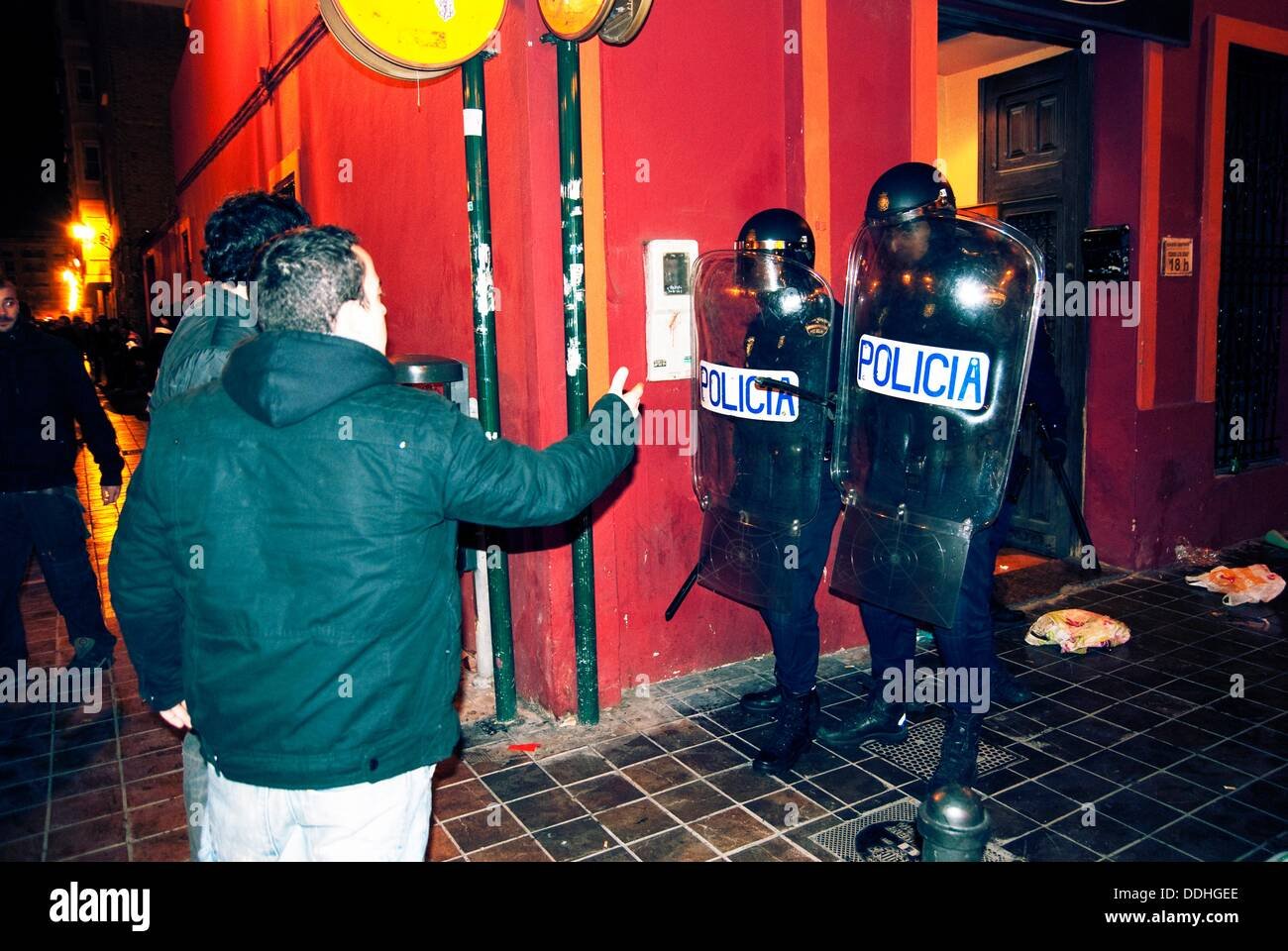 Young people having an argument with police. Valencia - Stock Image