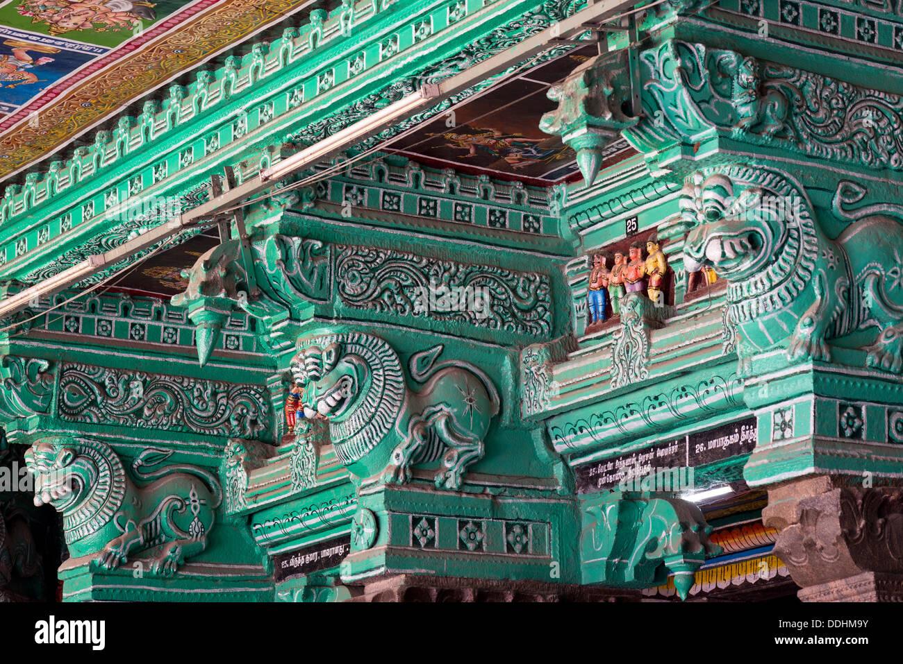 Green painted pillars, mythical creatures, Meenakshi Amman Temple or Sri Meenakshi Sundareswarar Temple - Stock Image