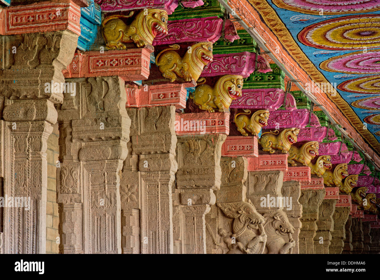 Hall with brightly painted pillars, mythical creatures, Meenakshi Amman Temple or Sri Meenakshi Sundareswarar Temple - Stock Image