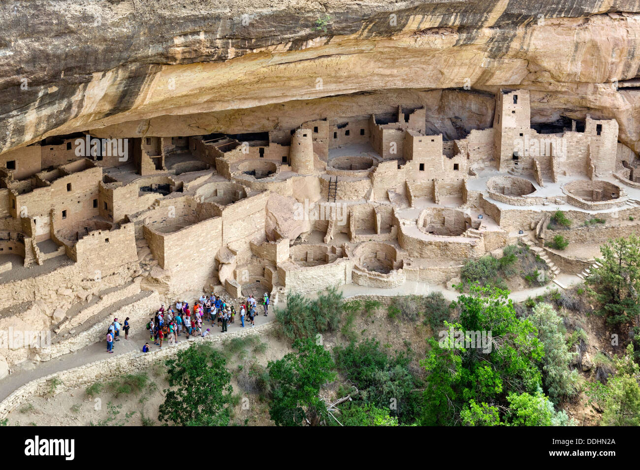 Group of tourists visiting the Cliff Palace, ancient Anasazi pueblo dwellings, Mesa Verde National Park, Cortez, USA - Stock Image