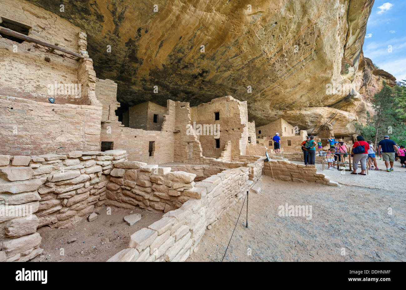 Tourists at Spruce Tree House ruins, ancient Anasazi pueblo dwellings, Mesa Verde National Park, Cortez, USA - Stock Image