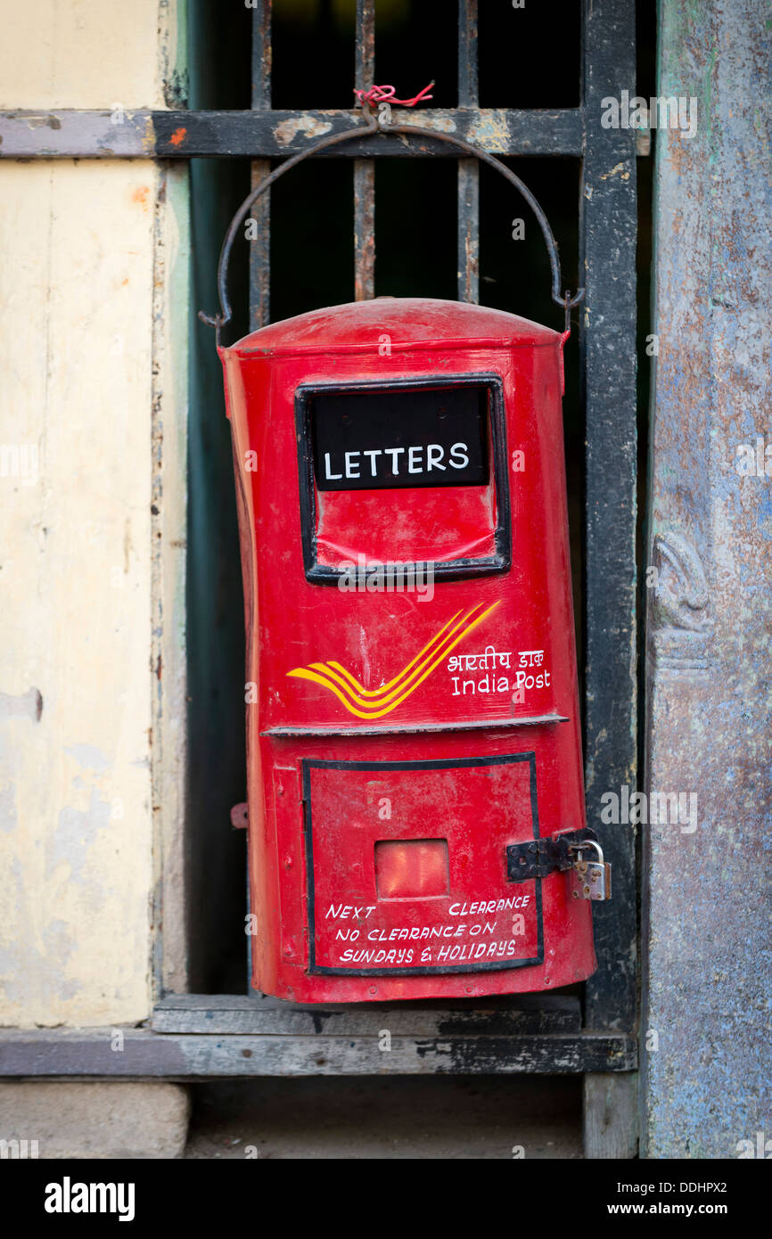 Hand painted mailbox of India Post, the Indian postal service - Stock Image