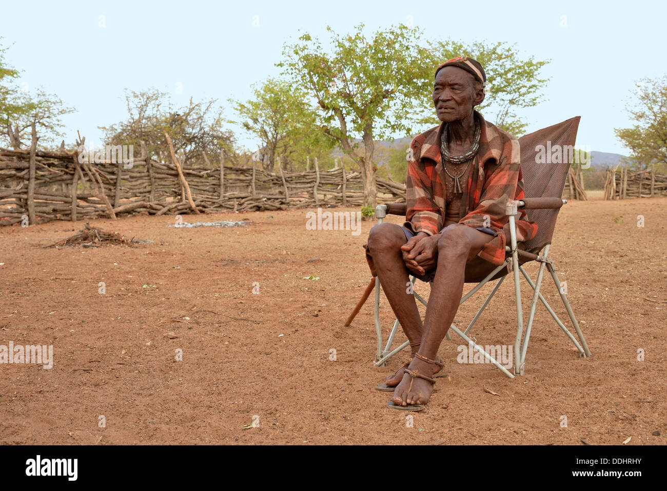 Chief Hikuminue Kapika, chief of the Namibian Himba, in his kraal - Stock Image
